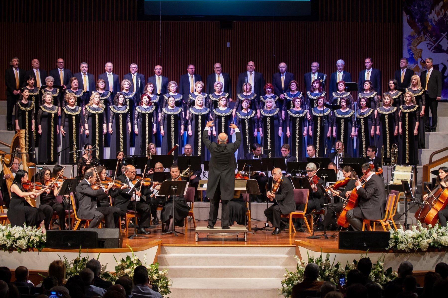 "Hamazkayin ""Sayat Nova"" Choir Performs in Southern California"